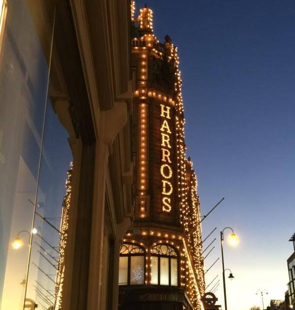 Harrods - shopping in the evening